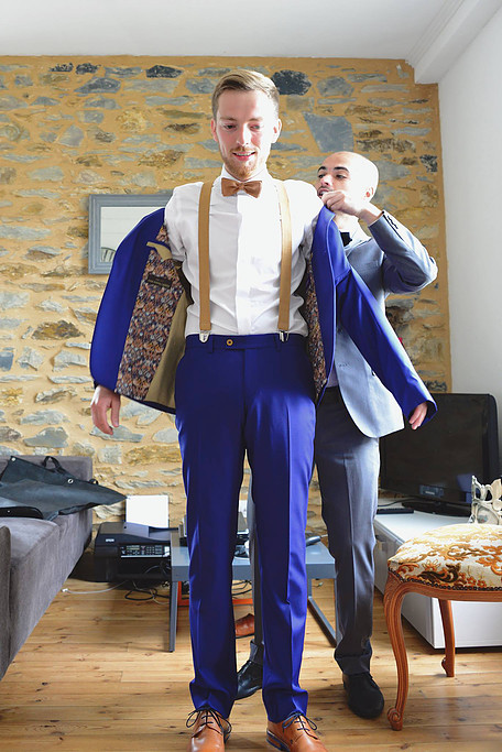 Comment la boutique Julien de Caurel se différencie des autres boutiques de  costumes   6ac4f6b5e1c