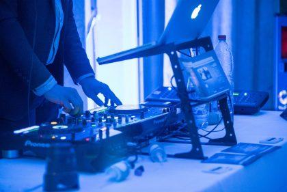 Différence en DJ et animateur